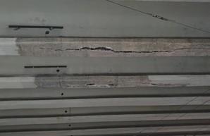 Очередной устал: на киевском мосту на Нивках образовалась угрожающая трещина