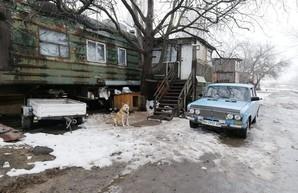 """Под Одессой работники """"УЗ"""" 25 лет живут в старых вагонах в ожидании обещанных квартир. ФОТО"""