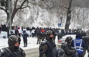 Журналисты закрытых Зеленским каналов «112 Украина», NewsOne и ZIK проводят акцию протеста против ограничения свободы слова в стране