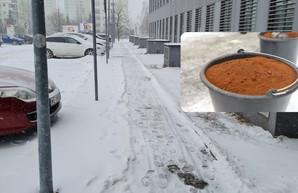 По примеру Львова. Польша так же решила спасаться от гололеда кофейной гущей