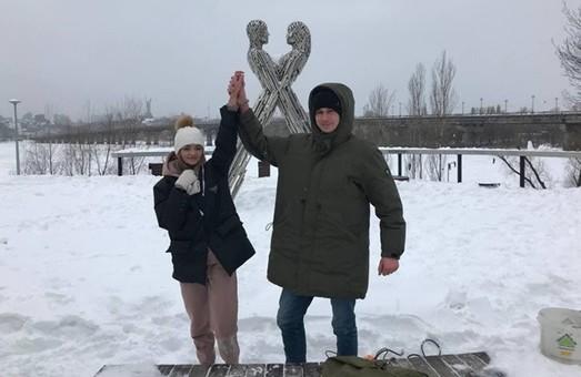 В Киеве на 14 февраля влюбленная пара решила себя цепью на три месяца