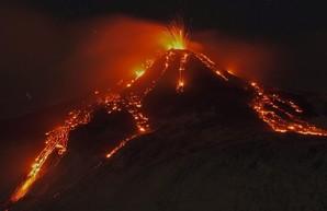 На Сицилии началось извержение Этны. Удивительные фото