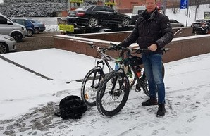 Возле НАБУ у нидерландского дипломата украли велосипед