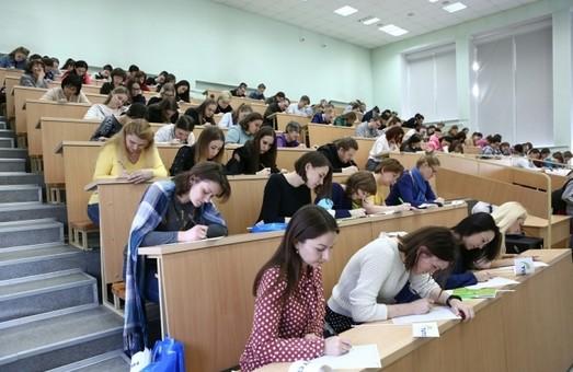Стало известно, когда студенты смогут вернуться к привычному обучению