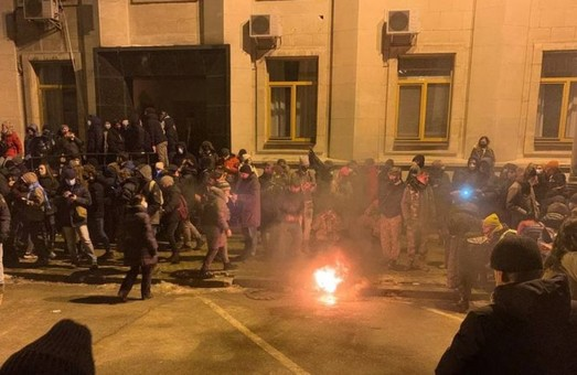 Столкновения на Банковой: полиция задержала 17 человек (фото, видео)