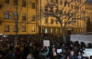 Митингующие на Банковой объявили о бессрочной акции протеста