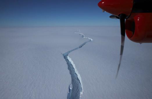 Удивительное зрелище: ученые засняли появление гигантского айсберга (Видео)