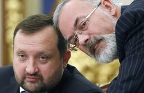 ЕС снял санкции против Арбузова и Табачника и продлил против Януковича