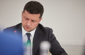 У Зеленского новые наполеоновские планы: он решил отстроить украинские села