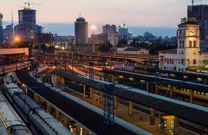 В Киеве мужчина попал под поезд: отрезало ноги