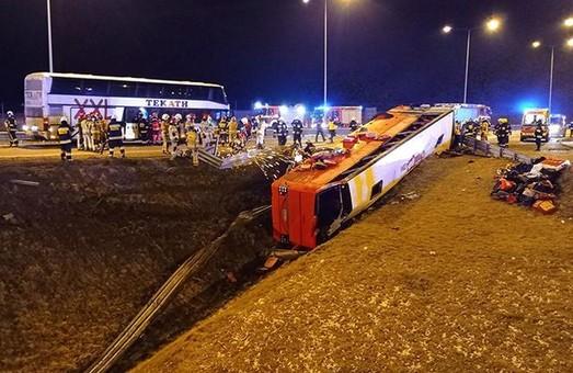 В Польше автобус с украинцами упал с Виадука: 6 погибших, более 40 травмированных