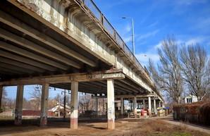 Накануне возможной катастрофы в Одессе закрывают Ивановский мост (ФОТО, ВИДЕО)