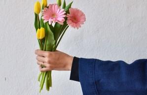 Почти каждый десятый украинец никак не отмечает 8 марта