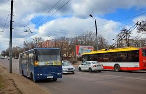 В Одессе убирают троллейбусы и автобусы с Ивановского моста (ВИДЕО)