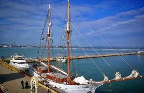 В Одессу пришла яхта времен Первой мировой войны (ФОТО, ВИДЕО)