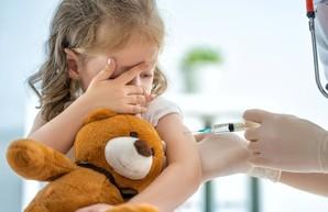 Школьников без прививок могут отстранить от занятий