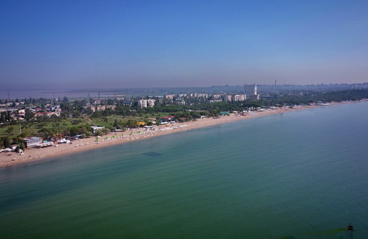 В Одессе показали с высоты Лузановку в виде узкой полосы между морем и Куяльницким лиманом (ВИДЕО)