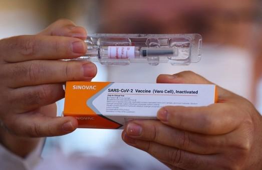 Украина начинает вакцинацию китайским препаратом CoronaVac
