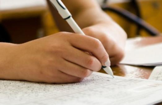 Выпускников украинских школ освободили от обязательного ВНО