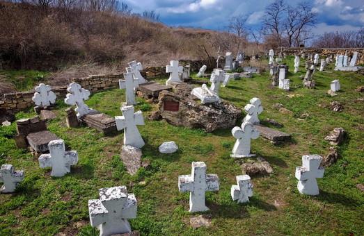 В Одессе показали с высоты уникальные казацкие кладбища (ВИДЕО)