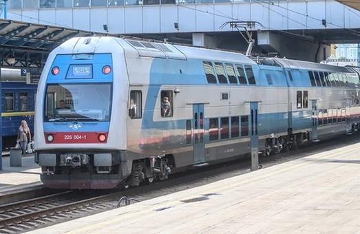 На железных дорогах Украины начнут курсировать двухэтажные проезда