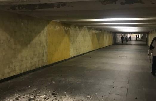 В Киевском метро обвалился потолок