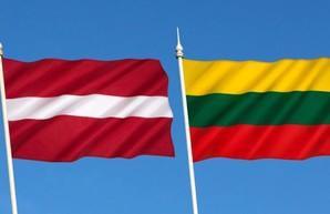 Латвия и Литва высылают российских дипломатов в знак солидарности с Чехией