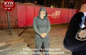 Трижды лишенный прав водитель катался с гранатой по Киеву