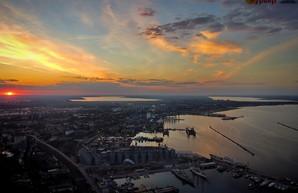 Весь город как на ладони: Одессу показали с квадрокоптера в лучах заходящего солнца (ВИДЕО)