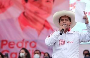 Школьный учитель победил на президентских выборах в Перу