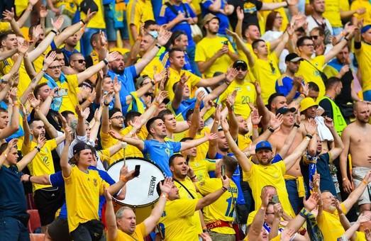 Россияне просят УЕФА запретить украинским фанатам исполнять знаменитую песню про Путина