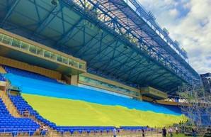 Рекорд: в Харькове развернули cамый большой флаг Украины