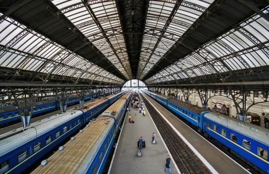 """Во Львове поезд """"забыл"""" пассажиров: их вещи уехали в Киев"""