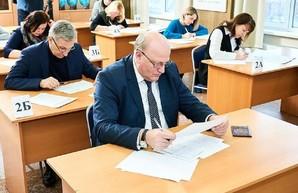 Отныне государственные чиновники сдают экзамен по украинскому языку