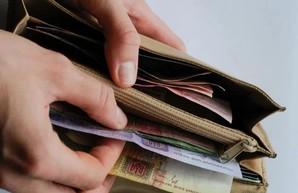 В Украине увеличится минимальная зарплата до 7700 гривен