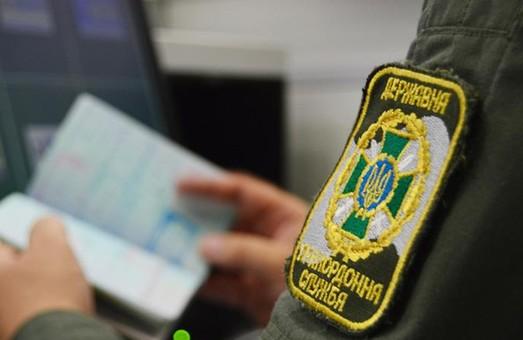 МОЗ хочет отправлять на самоизоляцию невакцинированных украинцев, прибывающих из-за границы