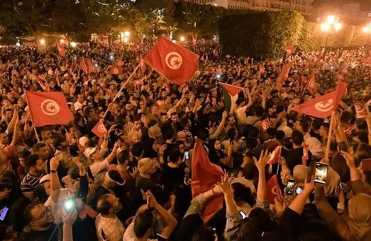Тунис оказался в глубоком политическом кризисе из-за коронавируса