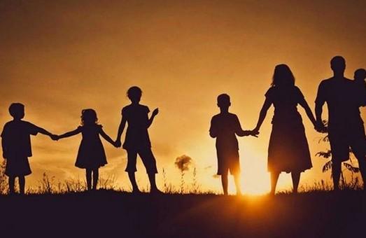 Малообеспеченные многодетные семьи получат помощь к началу учебного года