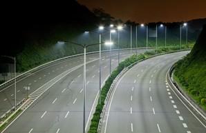 В Украине намерены ввести обязательное освещение на всех международных трасах