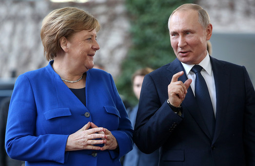 Меркель посетит Россию перед визитом в Украину