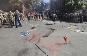 Под Офисом президента избили журналиста (Видео)