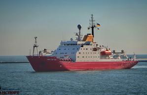 Украина купила научный ледокол: он прибыл в Одессу (ВИДЕО)