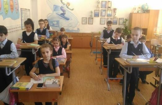 Львовские школьники будут учиться стоя