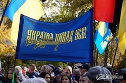 Тысячи людей прошли маршем по центру Киева: не обошлось без провокаций
